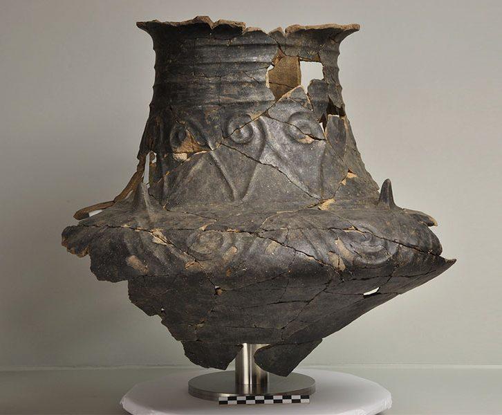 Kegelhalsgefäß mit Basarabi-Dekor. (© KPH/R. Fürhacker)