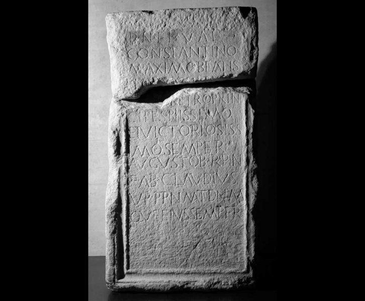 Ehreninschrift für Kaiser Konstantin (Lap. 123. © UMJ/O. Harl)